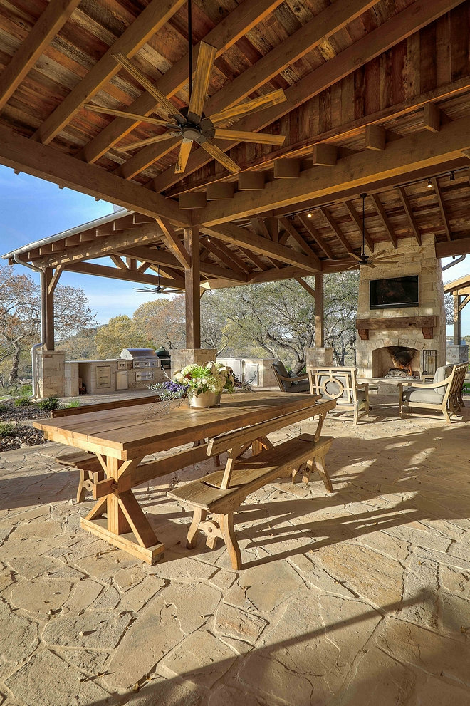 Farmhouse Outdoor Dining Furniture Farmhouse Outdoor Patio Farmhouse Outdoor Back Porch Farmhouse Outdoors #Farmhouse #Farmhouseoutdoor