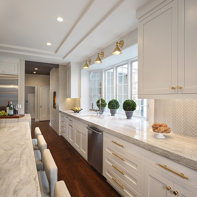 Benjamin Moore OC-64 Pure White Kitchen Perimeter Cabinets Benjamin Moore OC-64 Pure White #Kitchencabinet #paintcolor #BenjaminMooreOC64PureWhite