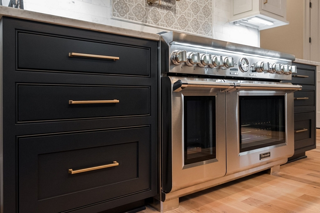 Best range We designed this home to be very entertaining friendly, so having a professional grade oven/range was a must sources on Home Bunch #stove #range #professionalappliances