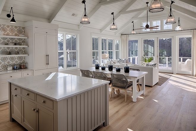Open and bright kitchen dining room and living room open concept with high vaulted ceiling and many windows allow an open and airy feel to this space #openspaces #brightspaces #highceiling #vaultedceiling #naturallight #windows