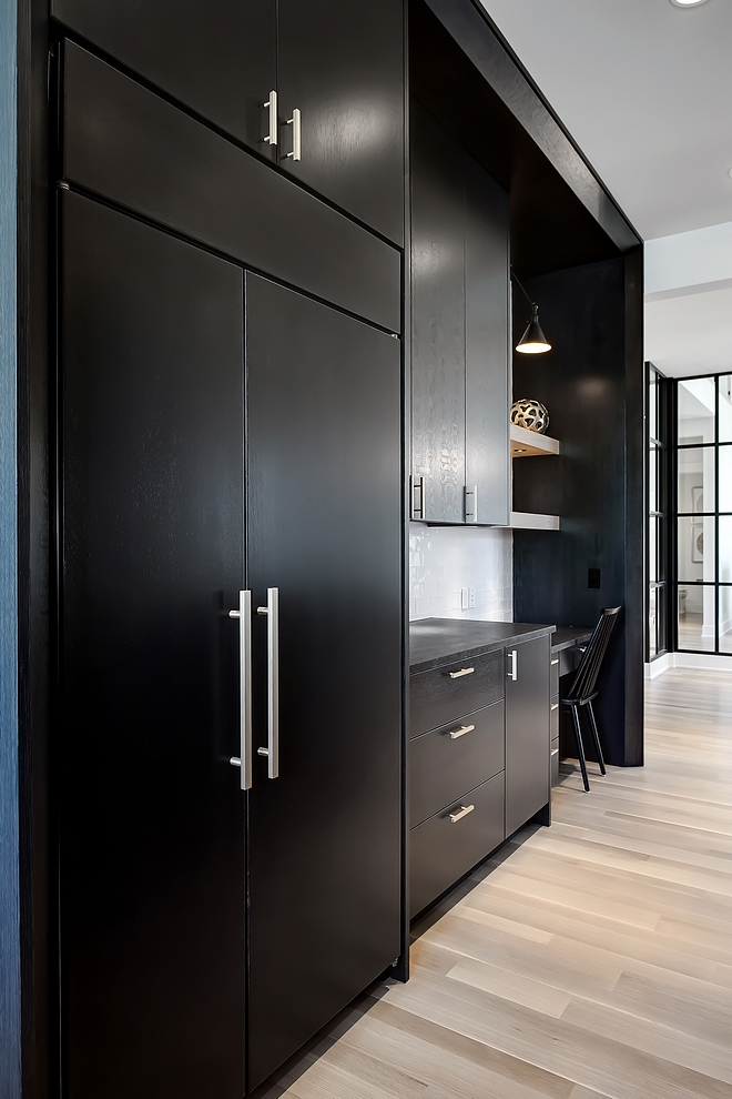 Black Kitchen Cabinet Sheen Kitchen black cabinet have a low sheen lacquer applied in 20 degrees Low Sheen Black Cabinet Low Sheen Black Kitchen Cabinet # LowSheenCabinet #BlackKitchenCabinet #BlackKitchenCabinetSheen #cabinetsheen