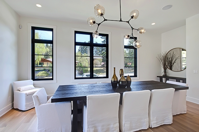 Modern Lighting Dining Room Modern Lighting Modern Chandelier Blown Glass Chandelier Modern Chandelier source on Home Bunch #Modernchandelier #blownglasschandelier #modernlighting