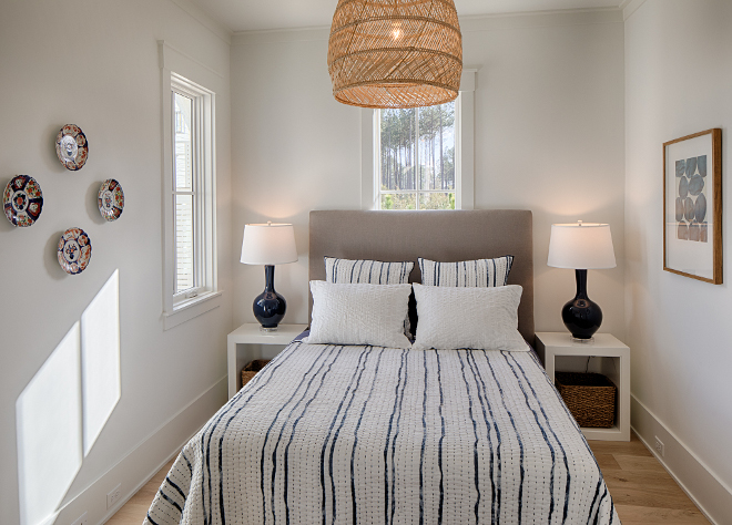 Cottage Bedroom Small Guest Bedroom with simple coastal farmhouse decor #smallbedrooms #cottagebedroom #cottage #bedroom