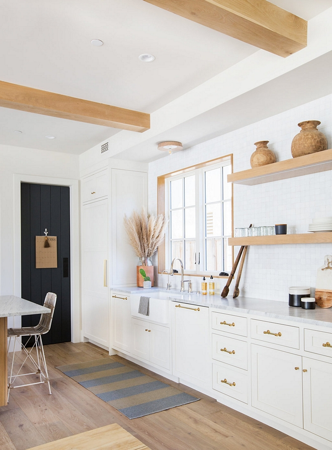 White kitchen with Rift Oak Floating Shelves White kitchen with Rift Oak Floating Shelves White kitchen with Rift Oak Floating Shelves #Whitekitchen #RiftOak #FloatingShelves