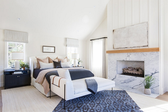 White and navy bedroom white walls with navy blue decor White and navy master bedroom #Whiteandnavybedroom