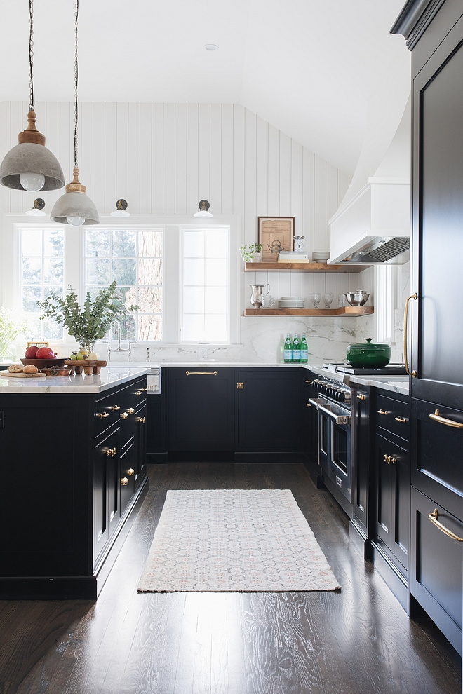 Benjamin Moore Onyx 2133-10 Paint Colors Benjamin Moore Onyx 2133-10 Kitchen cabinet black paint color Benjamin Moore Onyx 2133-10 #BenjaminMooreOnyx213310 #BenjaminMooreOnyx #blackpaintcolor #blackcabinet #paintcolor