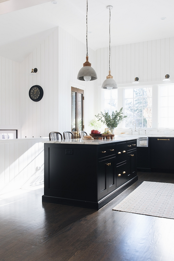 Black cabinetry - for kitchens, bathrooms, mudrooms, etc - are so in right now and I think it looks even more beautiful with dark hardwood floors and brass hardware, as we see here Add white marble to it and you have a winner combination #blackcabinetry #blackkitchens #blackbathrooms #blackmudrooms #blackcabinet