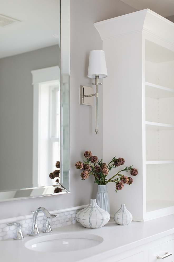 Simply White by Benjamin Moore Cabinet with Benjamin Moore Ozark Shadows walls #BenjaminMoore #paintcolors