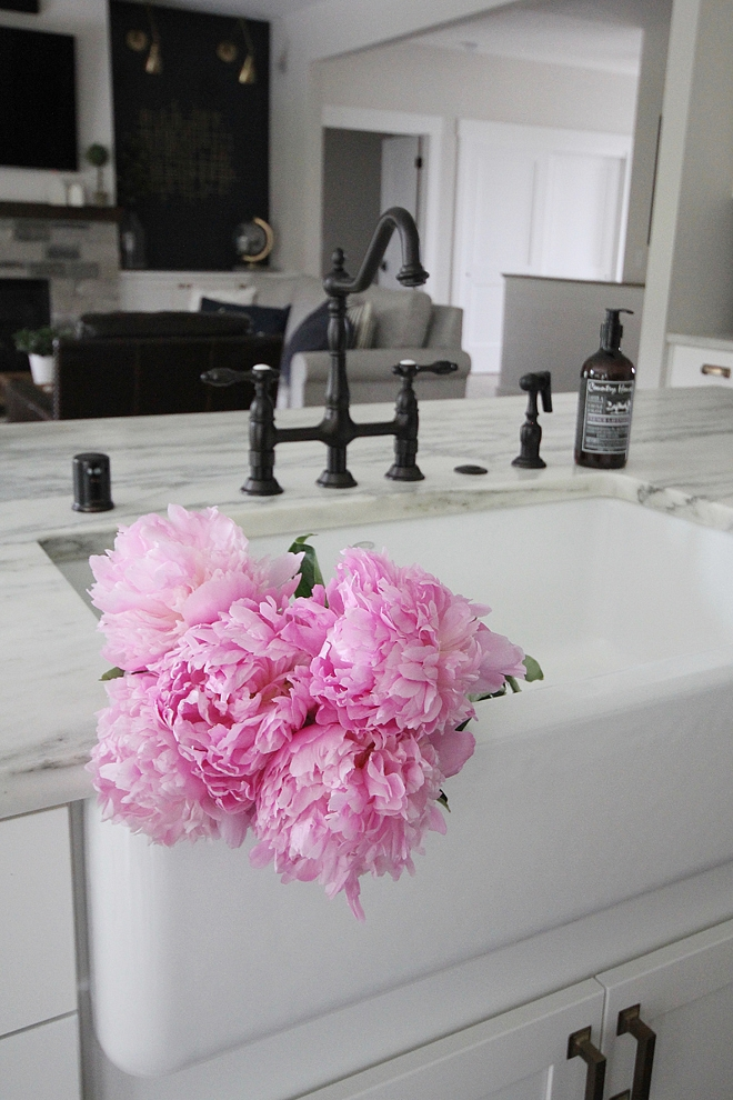 Kitchen Farmhouse Sink Kitchen Farmhouse Sink with honed carrara marble countertop oil bronze and a large farmhouse sink Kitchen Farmhouse Sink #KitchenFarmhouseSink #FarmhouseSink