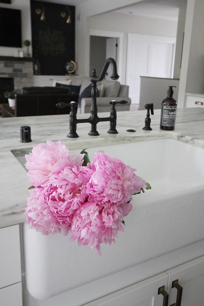 Kitchen Farmhouse Sink Kitchen Farmhouse Sink with honed carrara marble countertop oil bronze and a large farmhouse sink Kitchen Farmhouse Sink #KitchenFarmhouseSink #FarmhouseSink