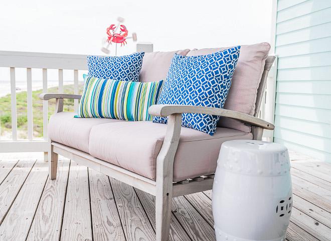 Outdoor Pillow Decor Ideas How to combine outdoor pillows outdoor decor Outdoor Pillow Decor #OutdoorPillow #OutdoorDecor