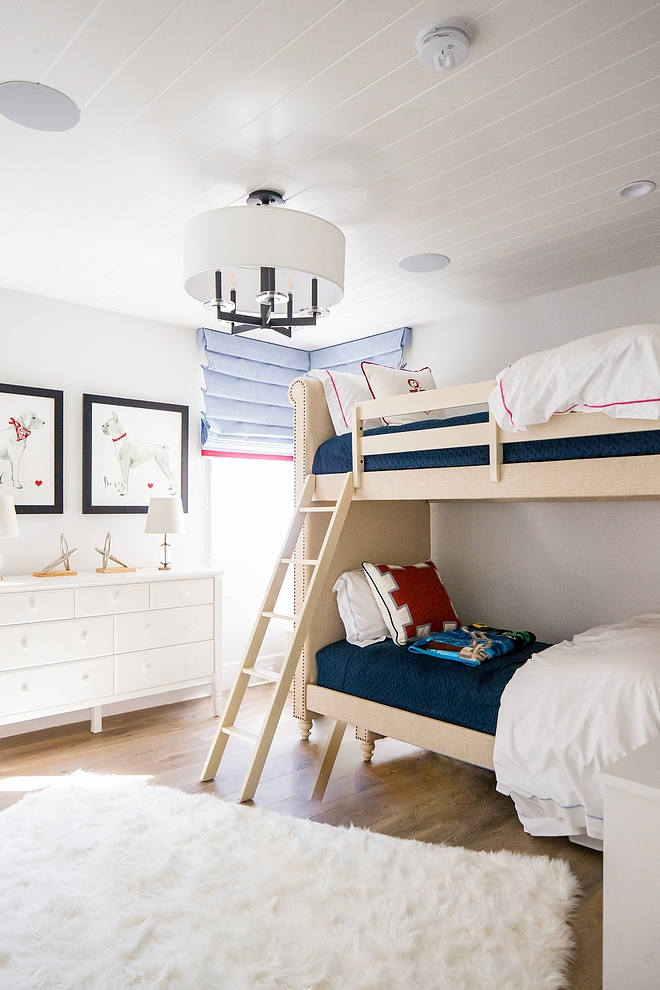 Bunk room paint color Dunn Edwards DE6213 Fine Grain Bunk room paint color Dunn Edwards DE6213 Fine Grain paint color neutral paint color for bunk rooms Bunk room paint color #DunnEdwardsFineGrain #bunkrooms #bunkroom #paintcolor #neutralpaintcolor