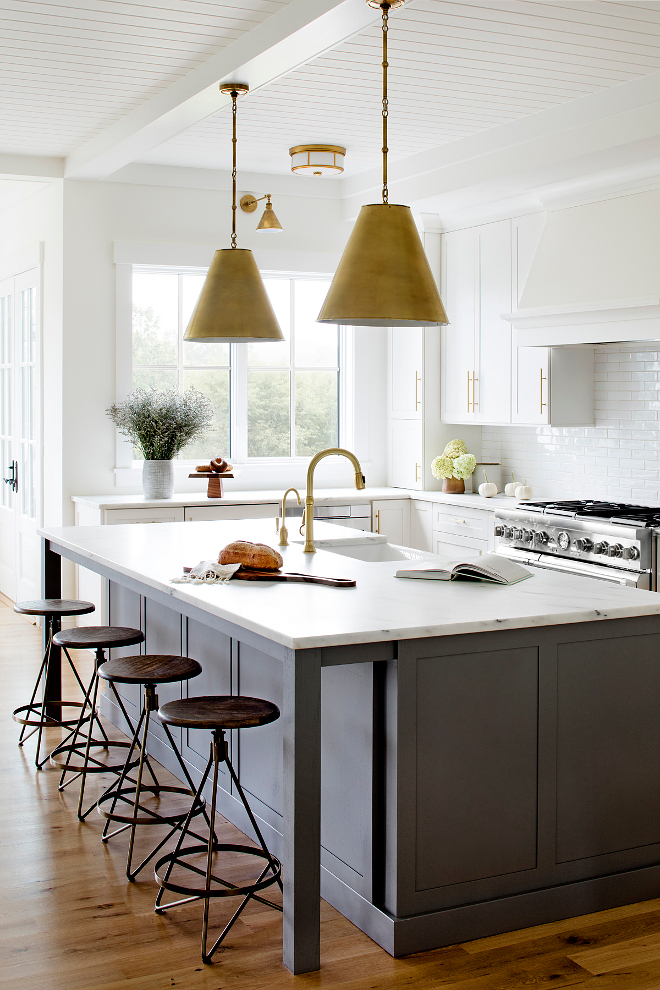 White kitchen with grey glazed kitchen island White kitchen with grey glazed kitchen island White kitchen with grey glazed kitchen island #Whitekitchen #greyglazedkitchenisland