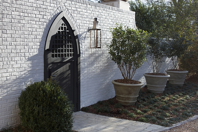 Benjamin Moore OC-30 Oxford White Warm White Brick Paint Color Benjamin Moore OC-30 Oxford White Benjamin Moore OC-30 Oxford White Best for exteriors Benjamin Moore OC-30 Oxford White #brick #warmwhite #exteriorbrick #paintedbrick #BenjaminMooreOC30OxfordWhite #BenjaminMooreOxfordWhite