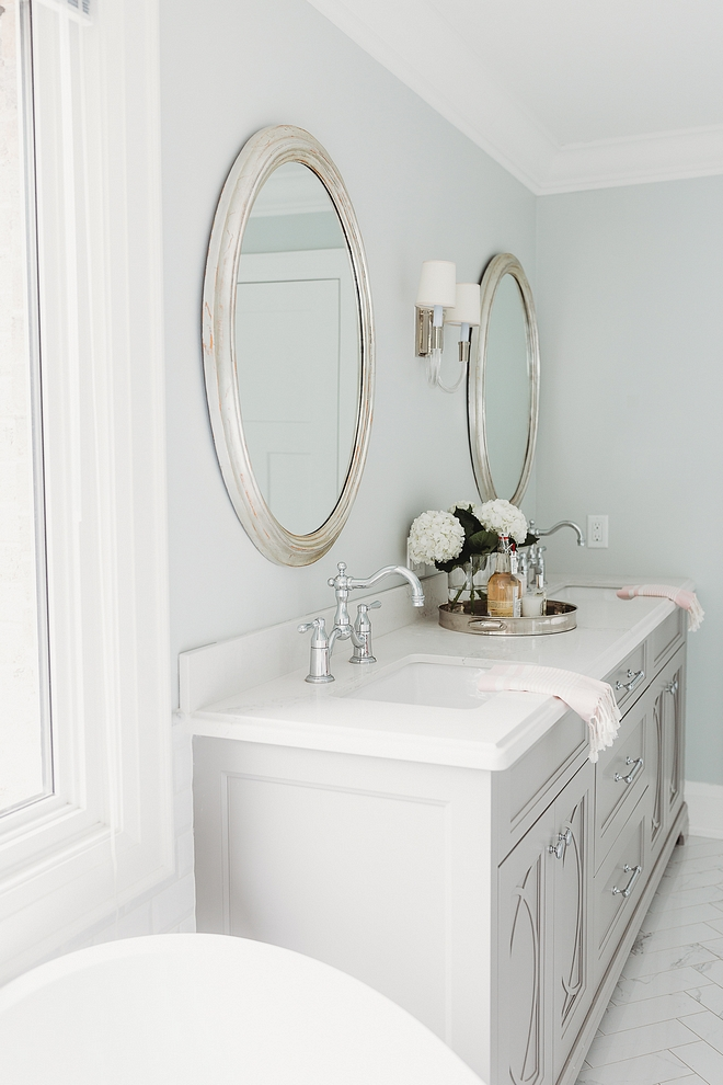 Benjamin Moore OC-52 Gray Owl The Master Bathroom is painted Benjamin Moore OC-52 Gray Owl Benjamin Moore OC-52 Gray Owl Benjamin Moore OC-52 Gray Owl #BenjaminMooreOC52GrayOwl #BenjaminMooreOC52 #BenjaminMooreGrayOwl #BenjaminMoorepaintcolor