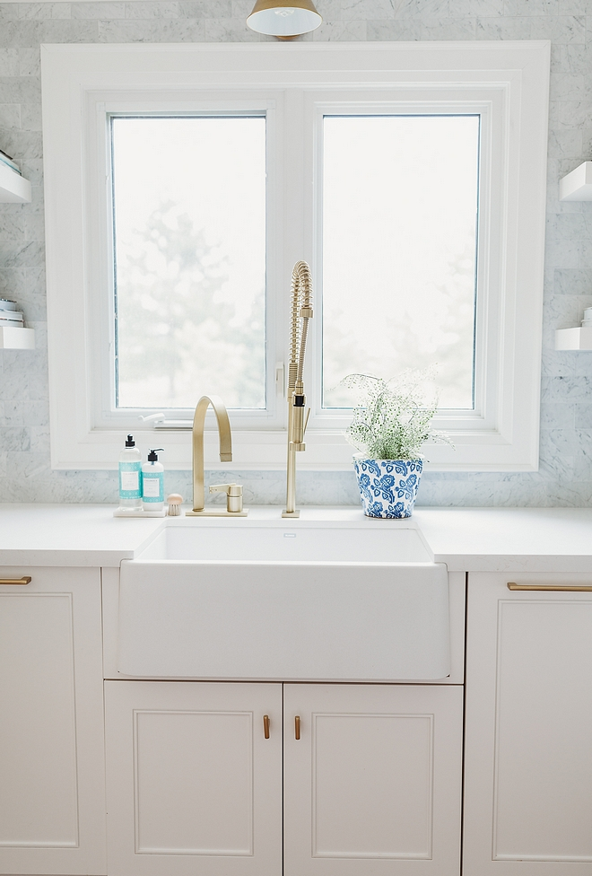 Brass restaurant-style faucet Kitchen farmhouse sink with brass industrial faucet Rubinet Faucet Company White Kitchen farmhouse sink with brass industrial faucet Kitchen farmhouse sink with brass industrial faucet #Kitchenfarmhousesink #kitchen #farmhousesink #brassindustrialfaucet #industrialfaucet #Brassrestaurantstylefaucet #restaurantstylefaucet