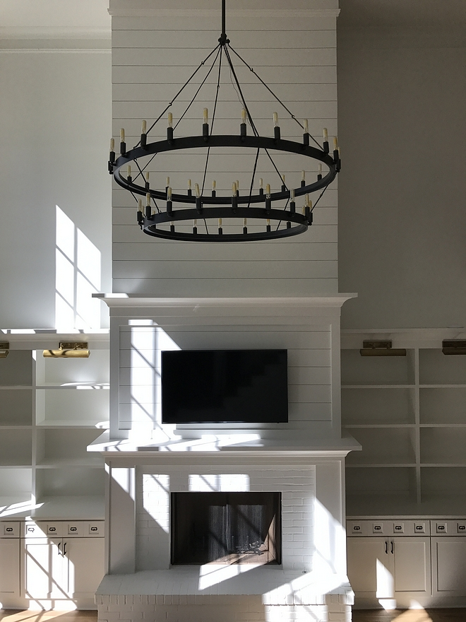 Wall paint color is Super White PM-1 by Benjamin Moore Fireplace Brick paint color Wall paint color is Super White PM-1 by Benjamin Moore #paintcolor #SuperWhitePM1BenjaminMoore