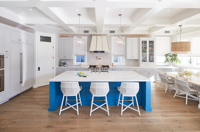 White kitchen with blue island, hardwood flooring, coffered ceiling and breakfast nook with built in banquete #whitekitchen #blueisland