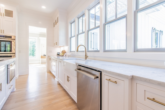 White kitchen Extra White by Sherwin Williams White kitchen Extra White by Sherwin Williams Paint Color White kitchen Extra White by Sherwin Williams White kitchen Extra White by Sherwin Williams #Whitekitchen #ExtraWhitebySherwinWilliams