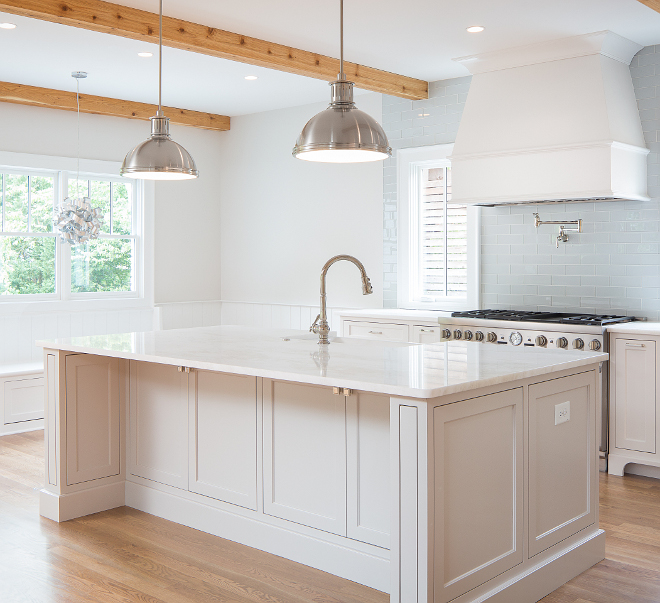 Sherwin-Williams SW 7022 Alpaca Pale Grey Kitchen Island Paint Color Sherwin-Williams SW 7022 Alpaca #SherwinWilliamsSW7022Alpaca #SherwinWilliamsAlpaca