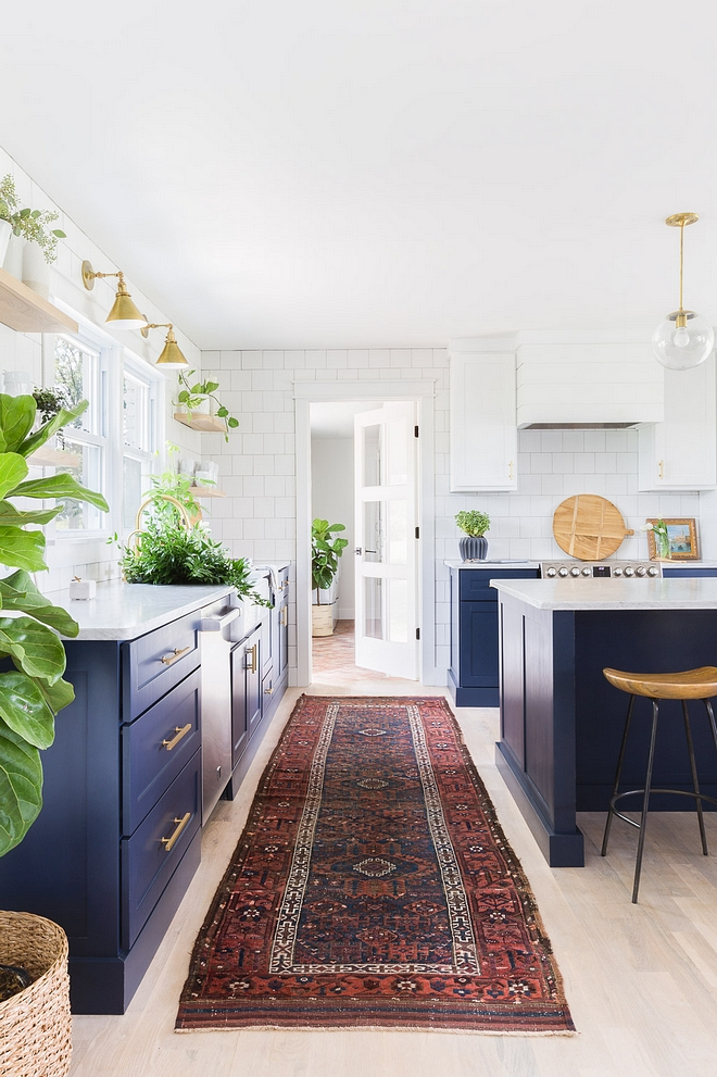Benjamin Moore Super White Two toned kitchen paint color Benjamin Moore Super White Upper and pantry cabinets are painted in Benjamin Moore Super White 2540 Love ©AlyssaRosenheck #BenjaminMooreSuperWhite
