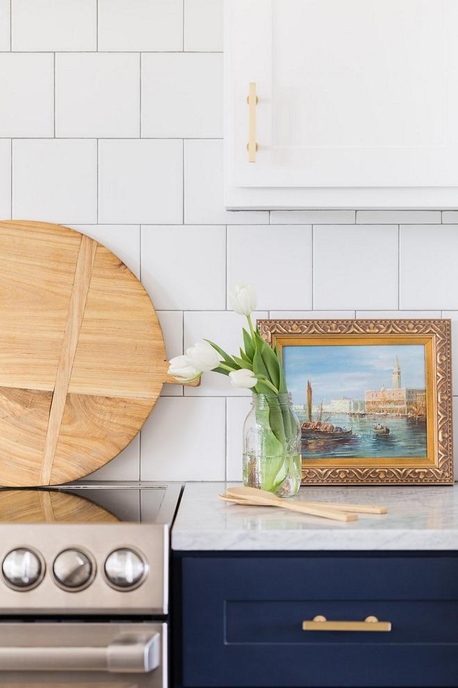 Blue and white kitchen Two toned kitchen with white upper cabinets and blue lower cabinets Blue and white kitchen Two toned kitchen 2540 Love ©AlyssaRosenheck #Blueandwhitekitchen #Twotonedkitchen