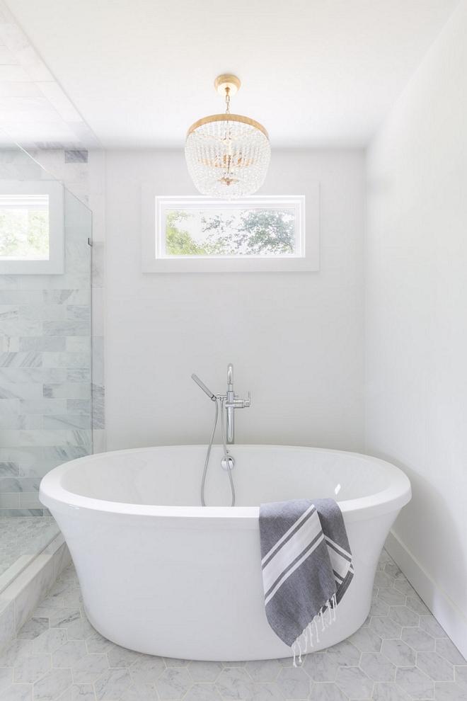 Bathroom Carrara marble hexagon floor tile Carrara marble hexagon floor tile used throughout the bathroom and shower add dimension and texture to this 2540 Love ©AlyssaRosenheck #Bathroomtile #Carraramarbletile #marblehexagontile