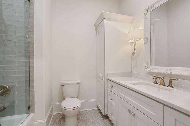 White Bathroom Paint Color Pure White by Sherwin Williams wall color in eggshell finish #WhiteBathroom #PaintColor #SWPureWhite #PureWhitebySherwinWilliams #wallcolor #eggshellfinish