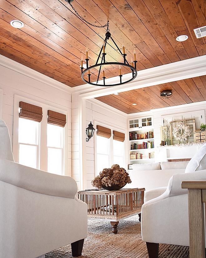 Chicken coop coffee table DIY Chicken coop coffee table Farmhouse DIY Chicken coop coffee table Farmhouse DIY Chicken coop coffee table #Farmhouse #DIY #FarmhouseDIY #Chickencoop #coffeetable