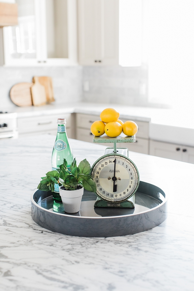 Kitchen island decor Easy, affordable island decor ideas Staging kitchen ideas #Kitchenislanddecor #affordabledecor #easydecorideas #islanddecor #Stagingkitchenideas