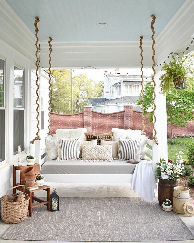 Porch bedswings Farmhouse bedswings Farmhouse bedswing ideas Farmhouse bedswings #Farmhouse #bedswings