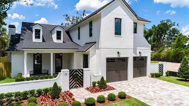 Simply White by Benjamin Moore Exterior paint color is Simply White by Benjamin Moore Siding Paint Color #SimplyWhitebyBenjaminMoore #paintcolor #exterior #siding