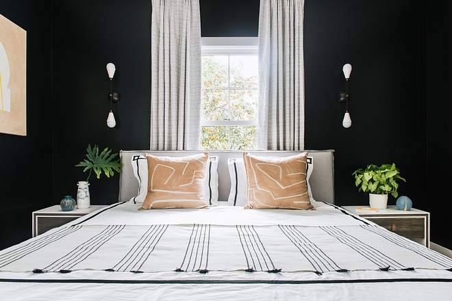 Benjamin Moore Wrought Iron The guest bedroom breaks tradition with the wall finish and features dark walls painted Benjamin Moore Wrought Iron #BenjaminMooreWroughtIron