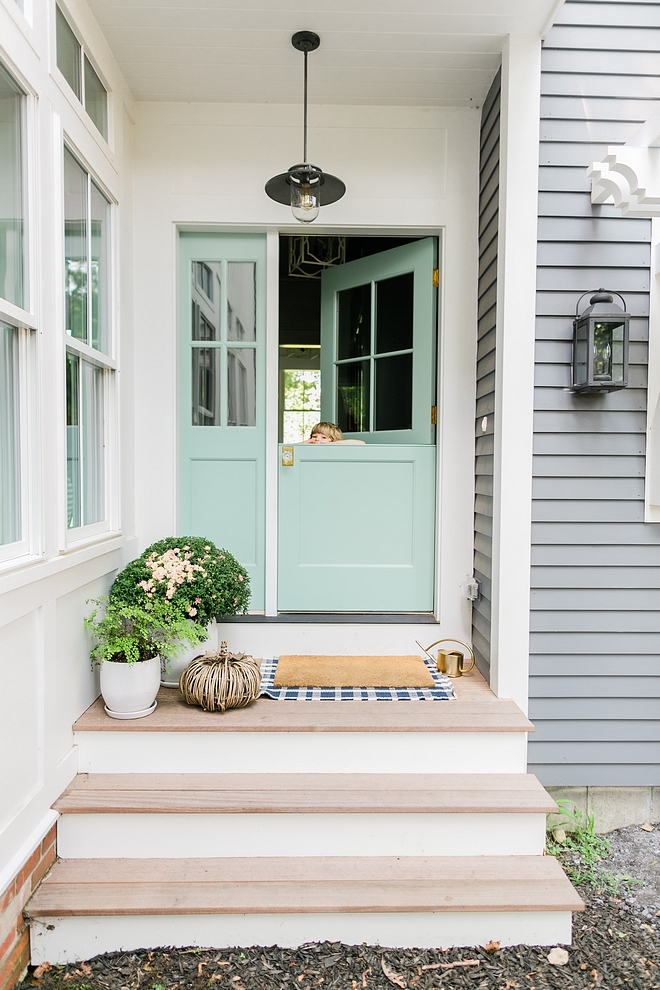 Benjamin Moore 703 Catalina Blue Blue Front Door Paint Color Best Blue Turquoise Paint Color for Doors Benjamin Moore 703 Catalina Blue #BenjaminMoore703CatalinaBlue #BluedoorPaintColor #TurquoisedoorpaintColor