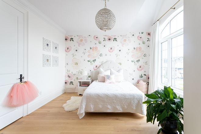 Girls Bedroom decor inspiration I always dreamed of having a daughter so I was thrilled to decorate with soft pinks and florals #girlsbedroom #florals