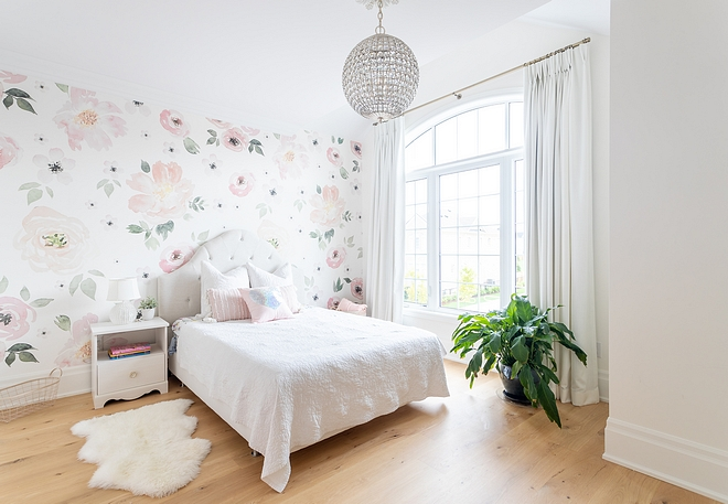 Daughters bedroom with floral wallpaper, white linen draperies and Visual comfort Aerin Renwick Crystal Sphere chandelier #daughtersbedroom #girlsbedroom #floralwallpaper #linen