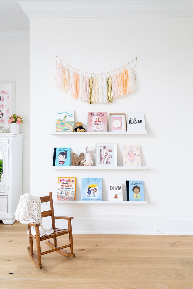 Nursery Bookshelf Kids Floating Shelf White wall mounted Floating booksheld Nursery Bookshelf #Bookshelf #nurseryBookshelf #nursery #FloatingShelf