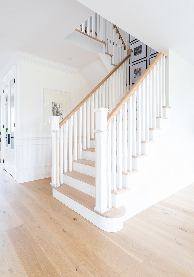 Staircase square stair spindles and balusters with White Oak railings and threads Paint color is Benjamin Moore Simply White #staircase #balusters #spindles #threads