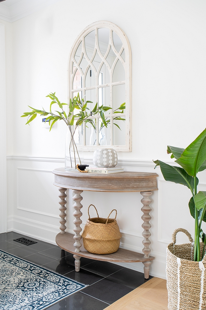 Simply White by Benjamin Moore Walls and wainscoting are painted in Simply White by Benjamin Moore #SimplyWhitebyBenjaminMoore #BenjaminMoore #BenjaminMoorepaintcolors