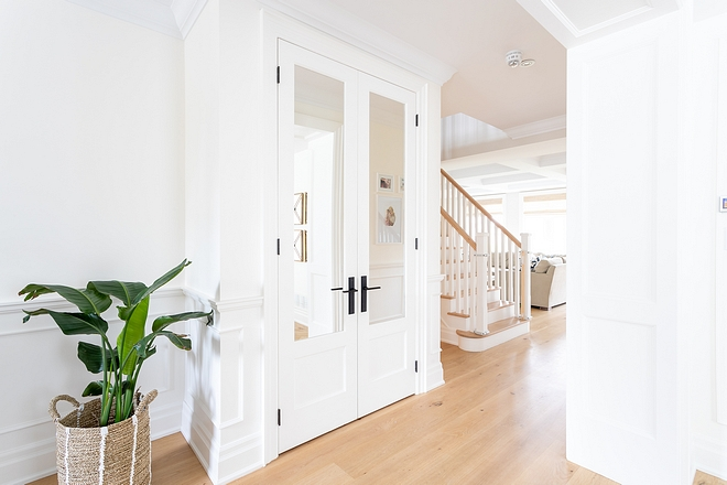 Entry Closet with Mirrored Doors Mirrored Doors I added these mirrored doors in our entrance hallway to make the space feel more open and airy #EntryCloset #ClosetMirroredDoors #MirroredDoors