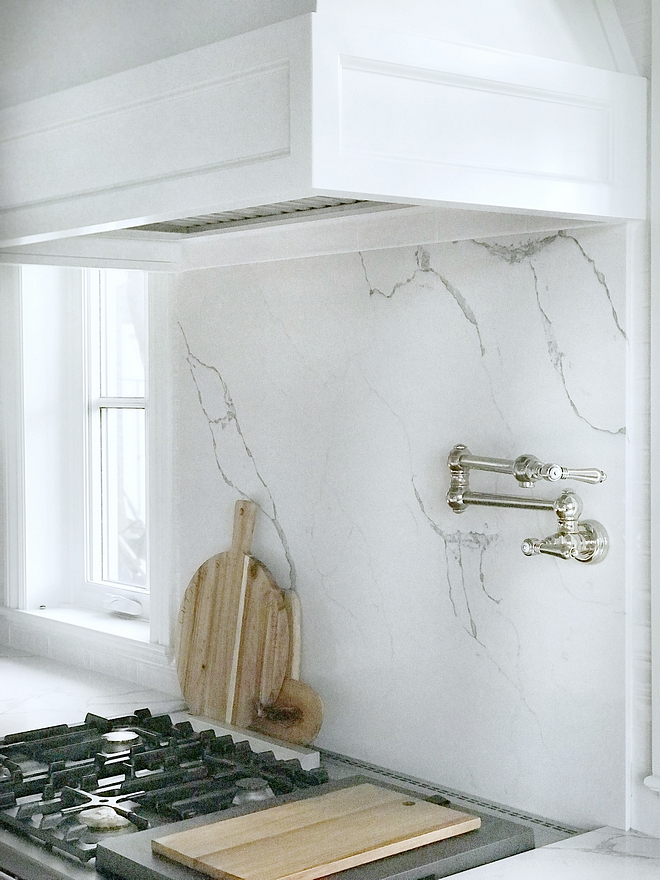 Marble looking quartz slab behind range backsplash Quartz slab backsplash is Statuary Classique from MSI Stone #Quartzslabbacksplash #quartz