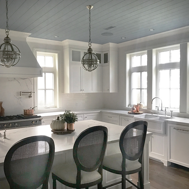 White kitchen with blue plank ceiling #whitekitchen #blueceiling #plankceiling