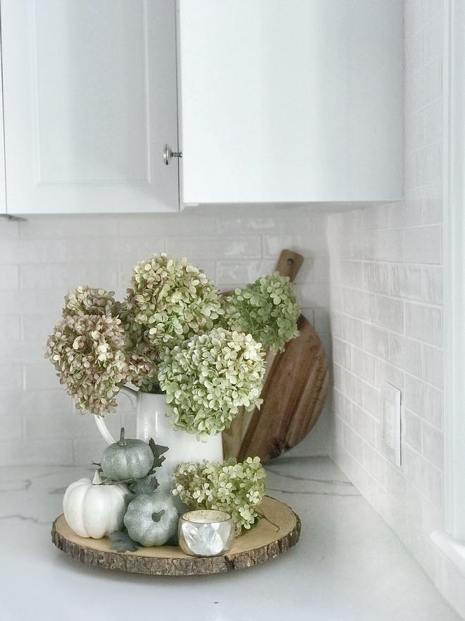 Fall Hydrangea vignette Kitchen Fall Hydrangea vignette ideas Hydrangea vignette #Hydrangea #vignette #fall #Fallvignette