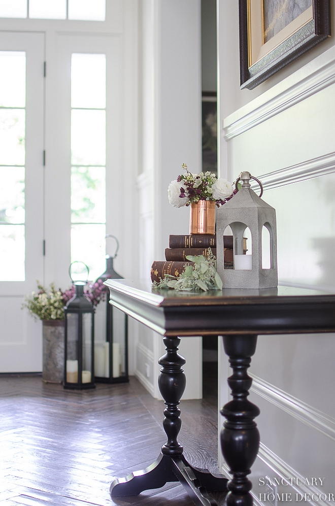 Foyer antique table decorating ideas