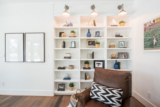 Family room Built in bookcase A built-in bookcase becomes the right spot to place family pictures and special keepsakes Family room Built in bookcase #Familyroom #Builtinbookcase