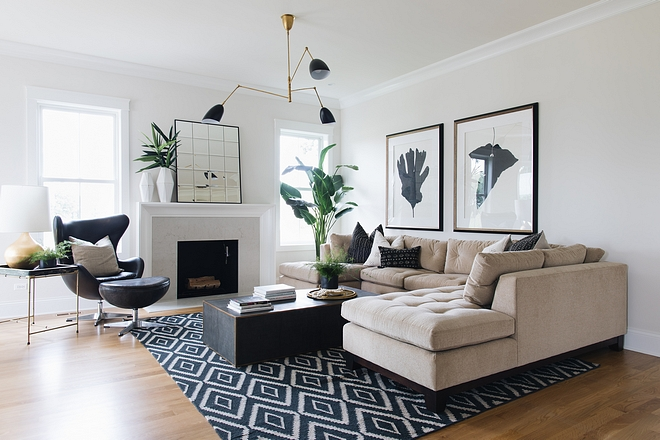 Eclectic family room This eclectic family room feels fresh and comfy #Eclectic #familyroom