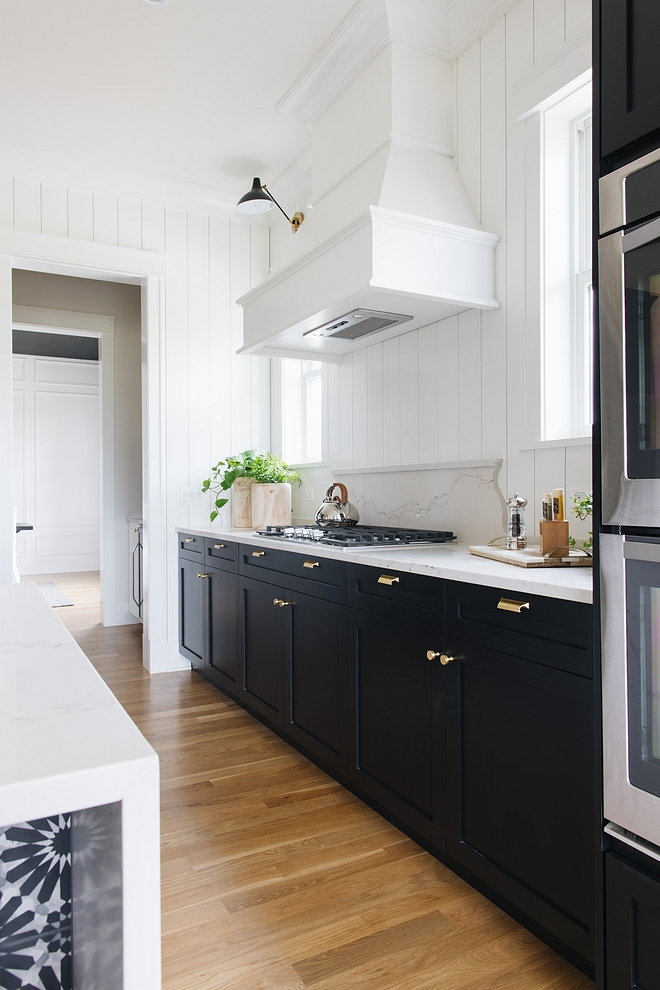 Kitchen Hood By painting the hood white it blends in to the white walls but at the same time stands out from the rest of the black cabinetry #kitchenhood #hood #twotonekitchen #hood #kitchen