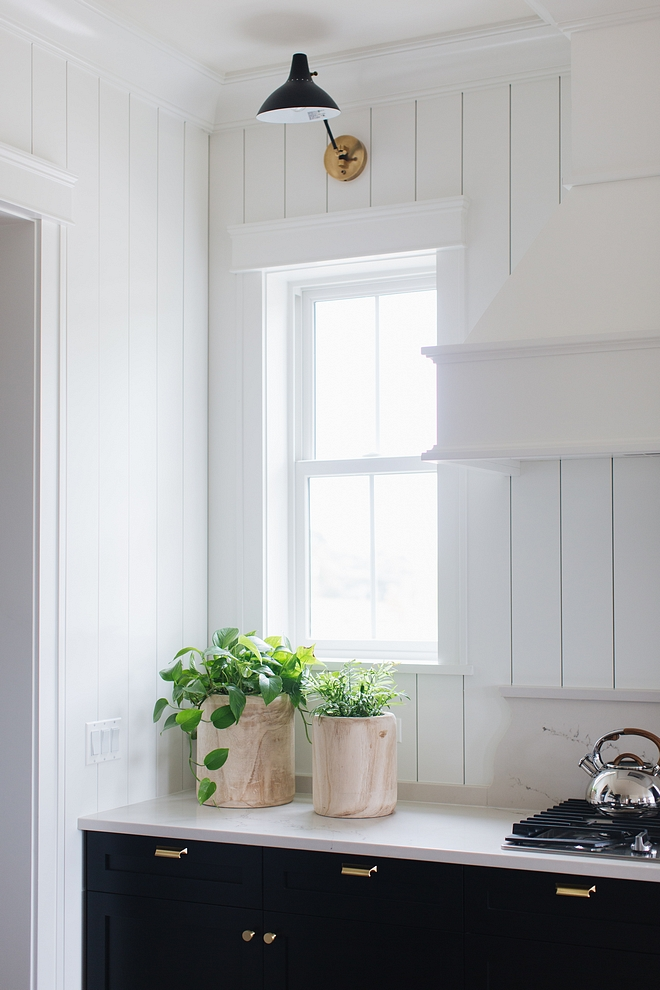 Shiplap Backsplash painted in Benjamin Moore Simply White Kicthen Shiplap Backsplash painted in Benjamin Moore Simply White #Shiplap #Backsplash #kitchen #BenjaminMooreSimplyWhite