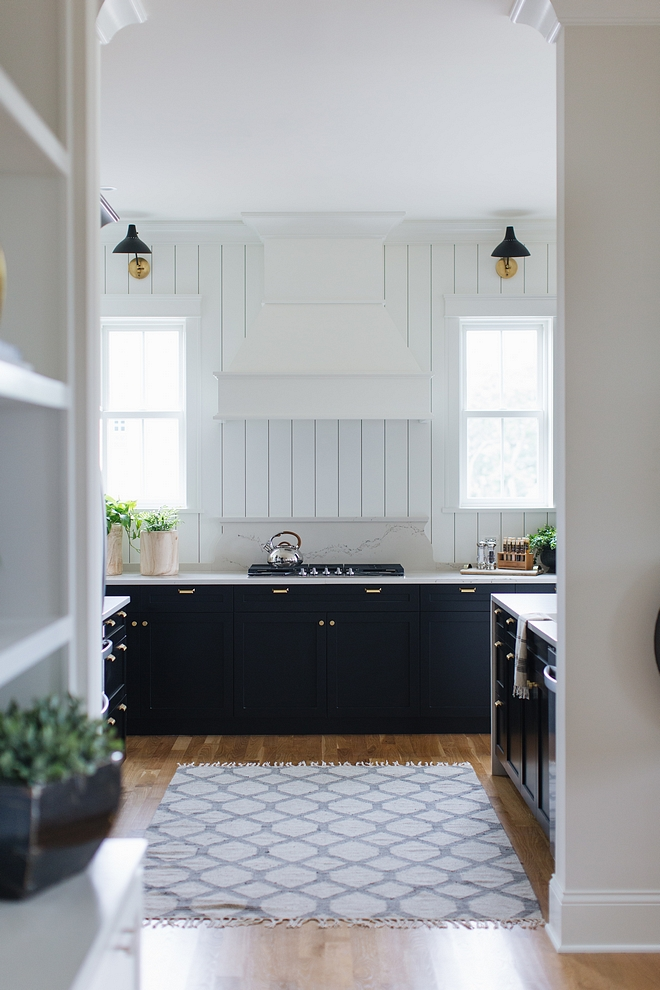 Two-toned Black and white kitchen Two-toned Black and white kitchen with Black lower cabinets and white shiplap walls Two-toned Black and white kitchen #Twotonedkitchen #Blackandwhitekitchen #Twotonedblackandwhitekitchen