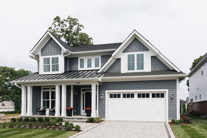 Modern Farmhouse with Carriage style garage door Carriage style garage door Modern farmhouse garage door #modernfarmhouse #Carriagestylegaragedoor #Carriagesgaragedoor #garagedoor